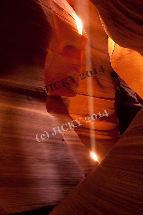 Sun beam at the Upper Antelope slot Canyon