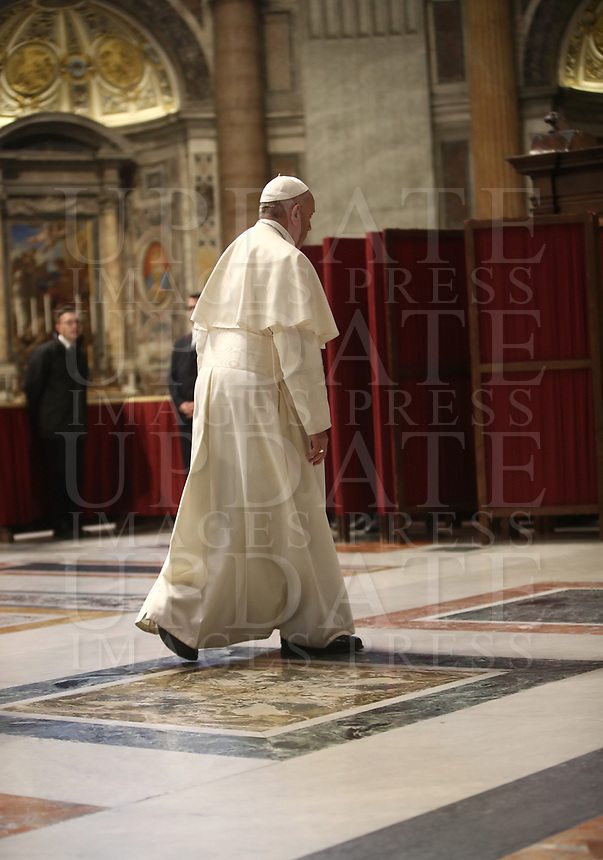 ope Francis is going to confess during the Liturgy of Penance in St. Peter Basilica at Vatican on March 29, 2019.<br /> UPDATE IMAGES PRESS/Isabella Bonotto/Pool<br /> <br /> STRICTLY ONLY FOR EDITORIAL