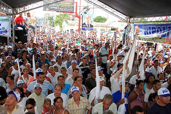 Hipolito Mejia en la ciudad de Salcedo en proselitismo politico.