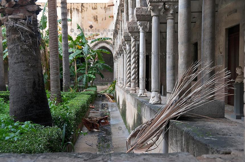 Palermo:medieval cloister adjacent the Institute of National History, closed for lack of funds.<br /> Palermo:il chiostro medievale annesso all'istituto di Storia Patria, chiuso per mancanza di fondi.