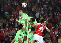 BOGOTÁ - COLOMBIA, 8-02-2018: Ruben Betancourt (Der.) jugador del Independiente Santa Fe de Colombia disputa el balón con Duglar Angarita (Izq.) jugador del  Táchira de Venezuela  durante partido de vuelta de la segunda fase  de la Copa Conmebol Libertadores de América 2018 jugado en el estadio Nemesio Camacho El Campín de la ciudad de Bogotá. / :Ruben Betancourt(Right.) Player of Independiente Santa Fe of Colombia disputes the ball with Duglar Angarita(Left) player of Tachira de Venezuela during second leg match of the Copa Conmebol Libertadores de América 2018 played at the Nemesio Camacho El Campin stadium from the city of Bogota. Photo: VizzorImage / Felipe Caicedo / Staff.