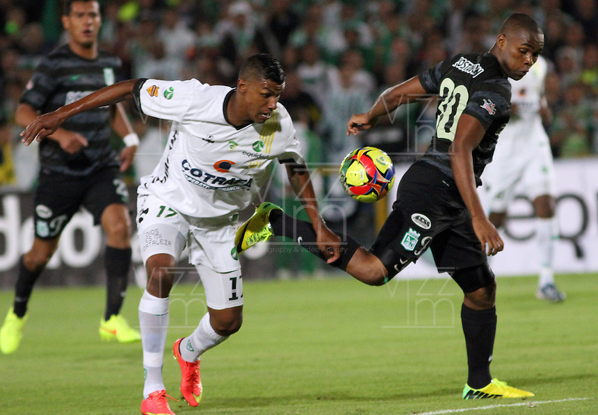 BOGOTA -COLOMBIA, 1 -SEPTIEMBRE-2014. Paulo Cesar Arango  ( I) de La Equidad  F.C. disputa el balón con Miller Mosquera ( D ) del Atletico Nacional  durante partido de la  septima  fecha  de La Liga Postobón 2014-2. Estadio Nemesio Camacho El Campin . / Paulo Cesar Arango (L) of Equidad FC    fights for the ball with Miller Mosquera of Atletico Nacional    during match of the 7th date of Postobon  League 2014-2. El Campin  Stadium. Photo: VizzorImage / Felipe Caicedo / Staff