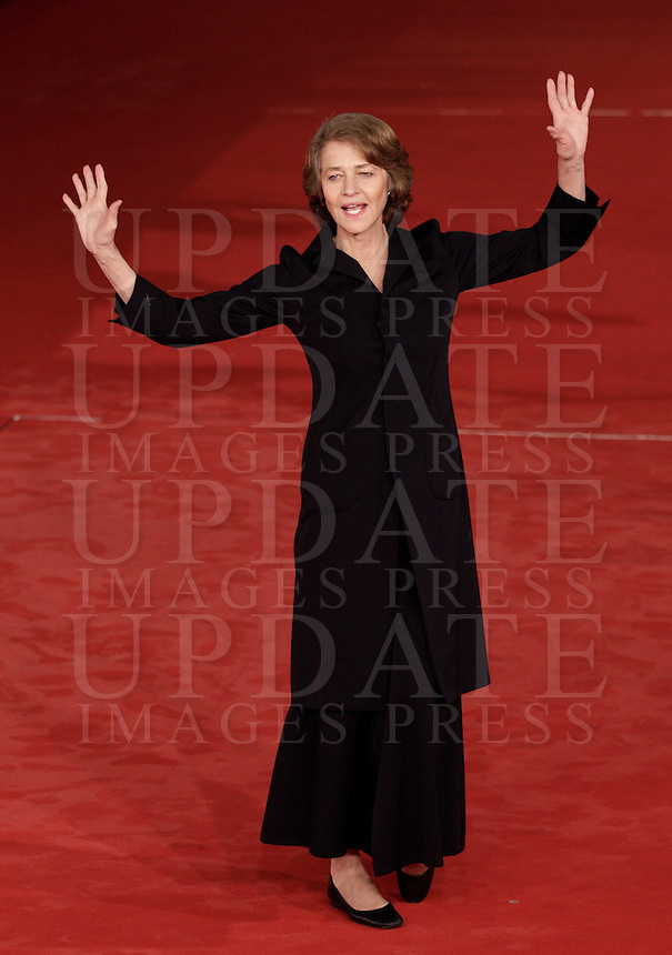 "L'attrice inglese Charlotte Rampling posa sul red carpet per la presentazione del film ""Tutto parla di te"" al Festival Internazionale del Film di Roma, 15 novembre 2012..British actress Charlotte Rampling poses on the red carpet to present the movie ""Tutto parla di te"" during the international Rome Film Festival at Rome's Auditorium, 15 November 2012..UPDATE IMAGES PRESS/Riccardo De Luca"