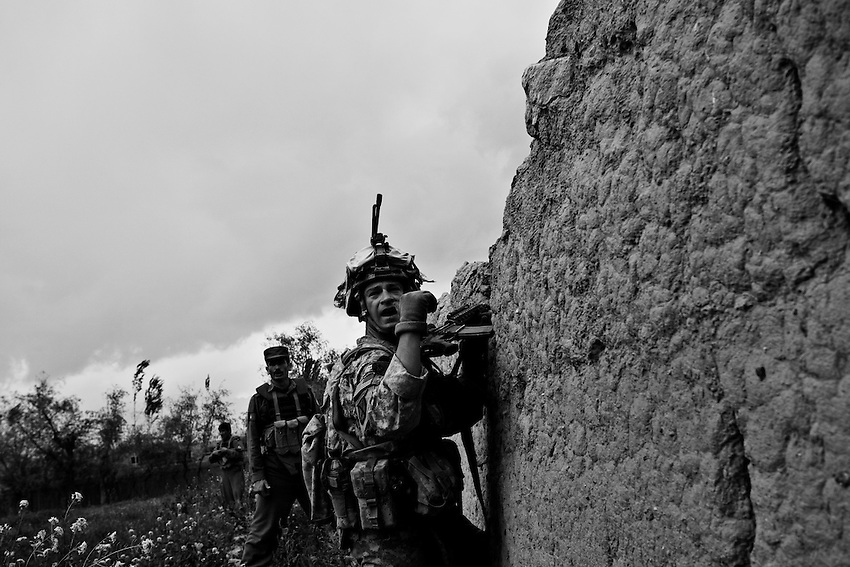 Members of Bravo Company, 1-32 Infantry, 3rd Brigade, 10th Mountain Division, manouvre during fighting in Charkh, Afghanistan, Sunday, May 3, 2009.