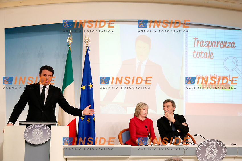 Matteo Renzi spiega la riforma con delle slides. Nella foto anche Stefania Giannini e Graziano Delrio<br /> Roma 12-03-2015 Palazzo Chigi. Conferenza stampa al termine del consiglio dei Ministri sulla Riforma della scuola.<br /> Press conference at the end of the Minister cabinet on the reform of the school<br /> Photo Samantha Zucchi Insidefoto