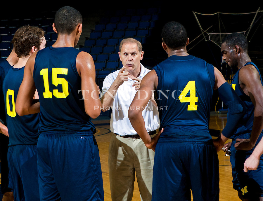 Michigan forward Jon Horford (15), guard Tim Hardaway, Jr., right, and   teammates listen to head coach John Beilein, center, during a team practice, Thursday, Nov. 11, 2010, at Crisler Arena in Ann Arbor, Mich. Hardaway, Jr. is the son of former Miami Heat All-star Tim Hardaway, and Horford is the son of former Milwaukee Bucks' Tito Horford and brother to the Atlanta Hawks' Al Horford. (AP Photo/Tony Ding)