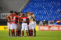 ATENCAO EDITOR: FOTO EMBARGADA PARA VEÍCULOS INTERNACIONAIS. - RIO DE JANEIRO, RJ, 16 DE SETEMBRO DE 2012 - CAMPEONATO BRASILEIRO - FLAMENGO X GREMIO - Jogadores do Flamengo se reunem apos o jogo com o Gremio, pela 25a rodada do Campeonato Brasileiro, no Stadium Rio (Engenhao), na cidade do Rio de Janeiro, neste domingo, 16. FOTO BRUNO TURANO BRAZIL PHOTO PRESS