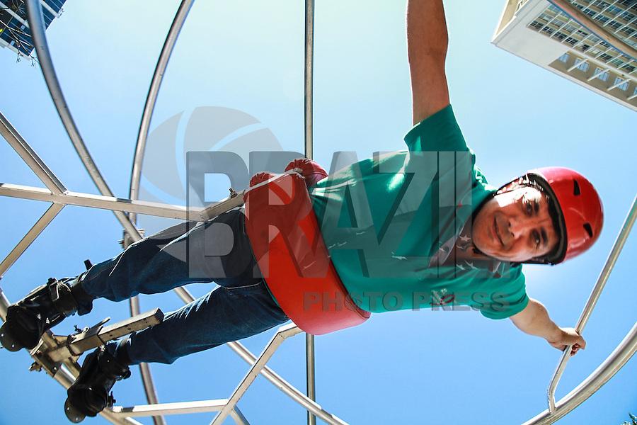SÃO PAULO, SP - 21.09.2013 - VIRADA ESPORTIVA 2013 SÃO PAULO - Movimentação durante o primeiro dia da virada esportiva, no vale do Anhangabaú, a Virada Esportiva 2013 tem início neste sábado (21) e termina as 18hs desse domingo (22). (Foto: Marcelo Brammer/Brazil Photo Press)