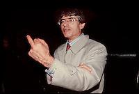 1994, Umberto Bossi e il suo dito medio