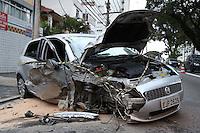 S&Atilde;O PAULO, SP, 2012/06/02, ACIDENTE AV PAES DE BARROS.<br /> Manh&atilde; de v&aacute;rios acidentes na capital paulista, nesse que aconteceu na Av.Paes de Barros  altura do n&ordm; 2.400 mais um veiculo perdeu a dire&ccedil;&atilde;o e bateu contra um poste, derrubando  um transformador, deixando a regi&atilde;o totalmente sem energia.<br /> Uma pessoa ficou ferida e foi socorrida a hospitais da regi&atilde;o.<br /> Luiz Guarnieri/ Brazil Photo Press