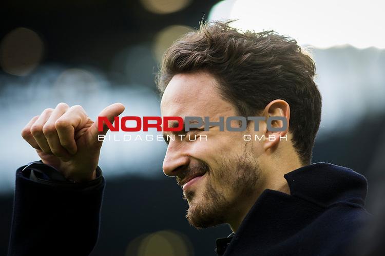 09.02.2019, Signal Iduna Park, Dortmund, GER, 1.FBL, Borussia Dortmund vs TSG 1899 Hoffenheim, DFL REGULATIONS PROHIBIT ANY USE OF PHOTOGRAPHS AS IMAGE SEQUENCES AND/OR QUASI-VIDEO<br /> <br /> im Bild | picture shows:<br /> Thomas Delaney (Borussia Dortmund #6) vor dem Spiel am Spielfeldrand,  <br /> <br /> Foto &copy; nordphoto / Rauch