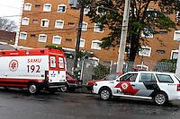 SAO PAULO, SP, 30.09.2013 - QUEDA PREDIO - Uma mulher de aproximadamente 50 anos caiu do 14ª andar de um Prédio localizado na Rua Brigadeiro Jordão nª 566 no Bairro do Ipiranga Zona Sul de São Paulo nesta segunda-feira, 30. A vitima veio a óbito. Fotos Carlos Pessuto/Brazil Photo Press