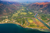 """Village de Thio et sa mine de nickel """"le Plateau"""" SLN, côte Est Nouvelle-Calédonie"""