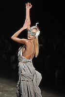 SAO PAULO, SP, 15 JUNHO 2012 - SPFW DESFILE GRIFE LINO VILLAVENTURA - Desfile da grife Lino Villaventura durante a 33ª edição do São Paulo Fashion Week Verão 2013, nesta sexta-feira , 15. (FOTO: MARCOS MADI / BRAZIL PHOTO PRESS).