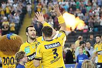 Uwe Gensheimer und Gedeo Guardiola (Löwen) klatschen ab - Tag des Handball, Rhein-Neckar Löwen vs. Hamburger SV, Commerzbank Arena
