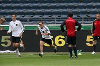 Bundestrainer Joachim Loew beobachtet Miroslav Klose und Philipp Lahm beim Training<br /> WM-Team des DFB trainiert in der Commerzbank Arena *** Local Caption *** Foto ist honorarpflichtig! zzgl. gesetzl. MwSt. Auf Anfrage in hoeherer Qualitaet/Aufloesung. Belegexemplar an: Marc Schueler, Alte Weinstrasse 1, 61352 Bad Homburg, Tel. +49 (0) 151 11 65 49 88, www.gameday-mediaservices.de. Email: marc.schueler@gameday-mediaservices.de, Bankverbindung: Volksbank Bergstrasse, Kto.: 151297, BLZ: 50960101