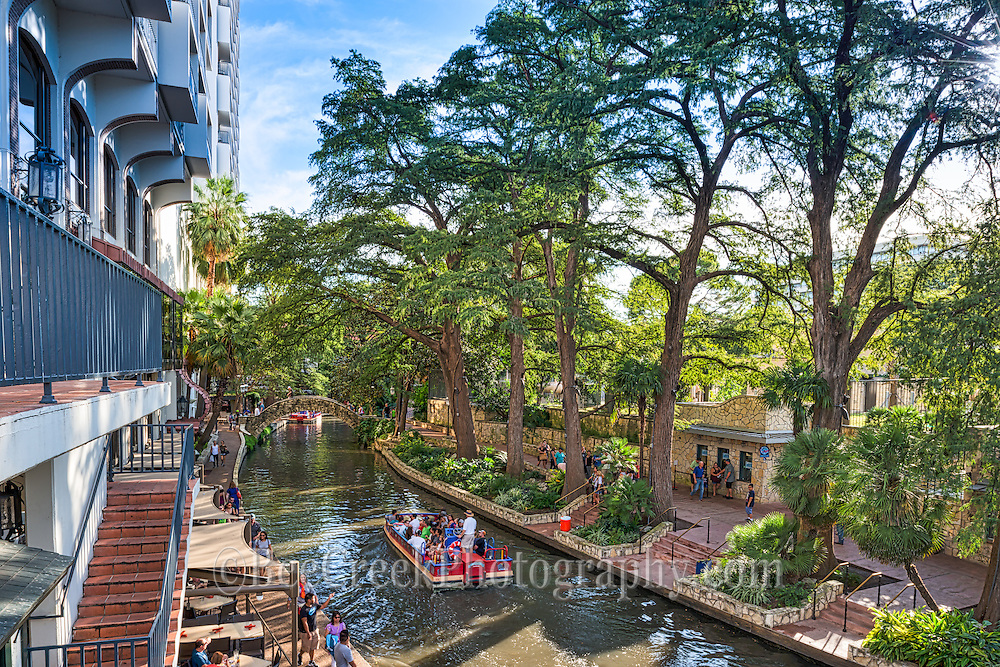 This scenic site is along the riverwalk in downtown San Antonio.  Tourist stroll along the many walking paths throught out the river and can shop, dine or take in one of the many tour boats on the river walk year round.