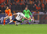 goal, Tor zum 2:3 für Nico Schulz (Deutschland Germany) gegen Torwart Jasper Cillessen (Niederlande) - 24.03.2019: Niederlande vs. Deutschland, EM-Qualifikation, Amsterdam Arena, DISCLAIMER: DFB regulations prohibit any use of photographs as image sequences and/or quasi-video.