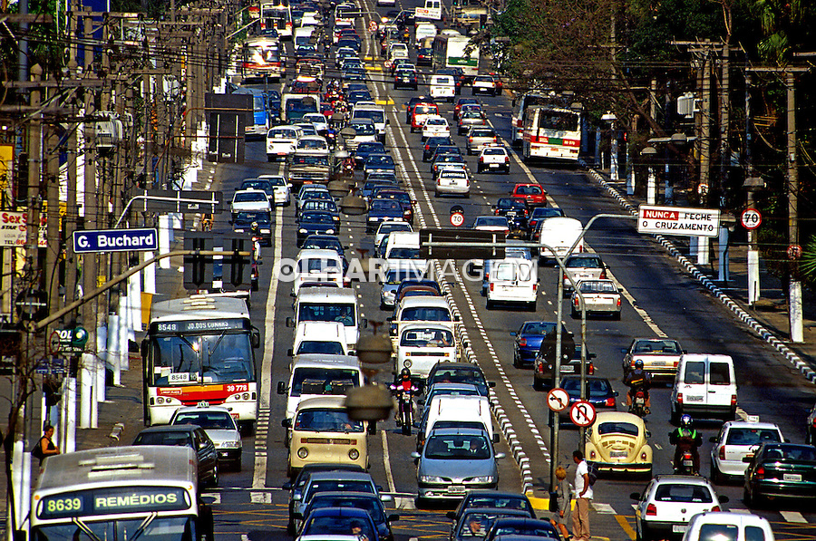 Transito na Avenida Francisco Matarazzo. São Paulo.2000. Foto de Juca Martins.