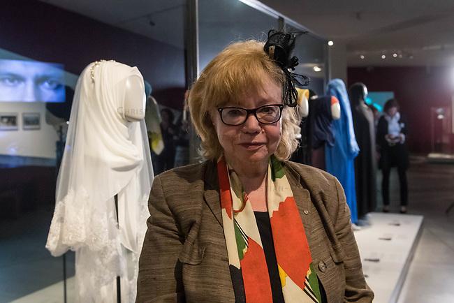 Juedisches Museum zeigt Schau zu Peruecke, Burka und Ordenstracht.<br /> Das Juedische Museum Berlin widmet sich vom 31. Maerz 2017 an in einer Ausstellung der Verhuellung der Frau. Unter dem Titel &bdquo;Cherchez la femme. Peruecke, Burka, Ordenstracht&ldquo; gehe die Schau der Frage auf den Grund, wie viel sichtbare Religiositaet saekulare Gesellschaften heute vertragen, kuendigte das Museum am Dienstag an.<br /> Auffallende religioese Kleidung von Frauen gelte oft als Provokation und sei verbalen Attacken ausgesetzt. Die Ausstellung werfe einen Blick auf die Urspruenge weiblicher Verschleierung und ihre religioesen Bedeutung fuer Judentum, Christentum und Islam.<br /> Auf 400 Quadratmetern werden bis zum 2. Juli die unterschiedlichen Einstellungen zum Umgang mit der weiblichen Verhuellung von Kopf und Koerper seit der Antike gezeigt. Dabei wird die Stellung der Frau zwischen Religion und Selbstbestimmung thematisiert - von der Tradition bis zum religioesen Feminismus. Kuenstlerische Arbeiten reflektieren den Angaben zufolge die Relevanz traditioneller Braeuche fuer die Gegenwart. In Video-Installationen kommen zudem juedische und muslimische Frauen aller Richtungen zu Wort.<br /> Im Bild: Cilly Kugelmann, Programmdirektorin und stellv. Direktorin des Juedischen Museum.<br /> 30.3.2017, Berlin<br /> Copyright: Christian-Ditsch.de<br /> [Inhaltsveraendernde Manipulation des Fotos nur nach ausdruecklicher Genehmigung des Fotografen. Vereinbarungen ueber Abtretung von Persoenlichkeitsrechten/Model Release der abgebildeten Person/Personen liegen nicht vor. NO MODEL RELEASE! Nur fuer Redaktionelle Zwecke. Don't publish without copyright Christian-Ditsch.de, Veroeffentlichung nur mit Fotografennennung, sowie gegen Honorar, MwSt. und Beleg. Konto: I N G - D i B a, IBAN DE58500105175400192269, BIC INGDDEFFXXX, Kontakt: post@christian-ditsch.de<br /> Bei der Bearbeitung der Dateiinformationen darf die Urheberkennzeichnung in den EXIF- und  IPTC-Daten nicht entfernt werden,