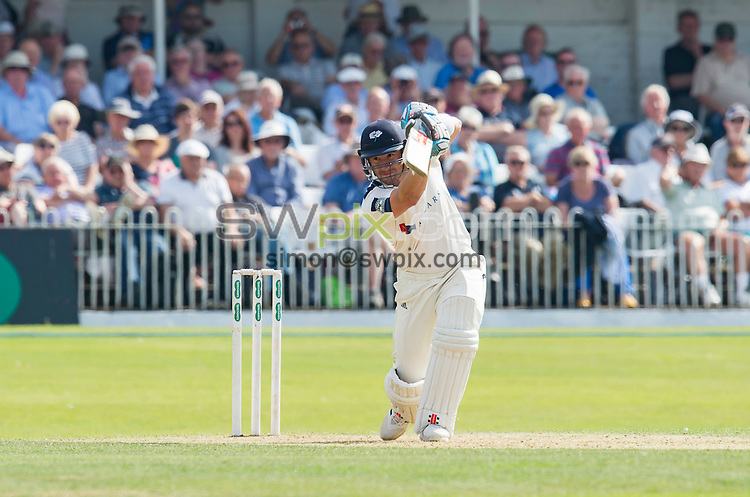 Picture by Allan McKenzie/SWpix.com - 23/08/2016 - Cricket - Specsavers County Championship - Yorkshire County Cricket Club v Nottinghamshire County Cricket Club - North Marine Road, Scarborough, England - Andrew Hodd hits out.