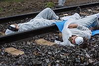 """Klimacamp """"Ende Gelaende"""" bei Elsterheide in der brandenburgischen Lausitz.<br /> Mehrere tausend Klimaaktivisten  aus Europa wollen zwischen dem 13. Mai und dem 16. Mai 2016 mit Aktionen den Braunkohletagebau blockieren um gegen die Nutzung fossiler Energie zu protestieren.<br /> Im Bild: Klimaaktivsten haben sich auf den Schienen einer Kohletransportstrecke angekettet um sie zu blockieren.<br /> 13.5.2016, Elsterheide/Brandenburg<br /> Copyright: Christian-Ditsch.de<br /> [Inhaltsveraendernde Manipulation des Fotos nur nach ausdruecklicher Genehmigung des Fotografen. Vereinbarungen ueber Abtretung von Persoenlichkeitsrechten/Model Release der abgebildeten Person/Personen liegen nicht vor. NO MODEL RELEASE! Nur fuer Redaktionelle Zwecke. Don't publish without copyright Christian-Ditsch.de, Veroeffentlichung nur mit Fotografennennung, sowie gegen Honorar, MwSt. und Beleg. Konto: I N G - D i B a, IBAN DE58500105175400192269, BIC INGDDEFFXXX, Kontakt: post@christian-ditsch.de<br /> Bei der Bearbeitung der Dateiinformationen darf die Urheberkennzeichnung in den EXIF- und  IPTC-Daten nicht entfernt werden, diese sind in digitalen Medien nach §95c UrhG rechtlich geschuetzt. Der Urhebervermerk wird gemaess §13 UrhG verlangt.]"""
