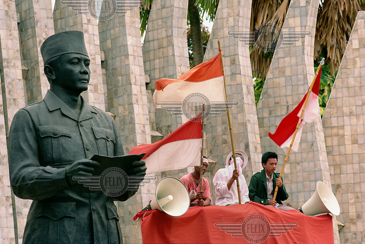 A statue of Indonesia's founding father, Sukarno, and supporters of a political party during the run-up to the first free Presidential elections after the fall of Suharto.