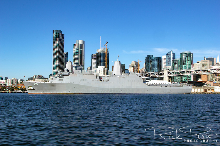 San Antonio-class amphibious transport dock USS Somerset (LPD-25) docked along the San Francisco waterfront. The Somerset was built at Avondale Shipyards in Louisiana and was commissioned on March 1, 2014. The ship is named after Somerset County in Pennsylvania in honor of the passengers of United Airlines Flight 93 whose actions brought the plane down in Somerset County, preventing the hijackers from reaching their intended target.