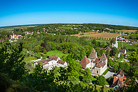Frankreich, Bourgogne-Franche-Comté, Département Jura, Arlay: beschauliches Dorf unterhalb des Schlosses Château d'Arlay | France, Bourgogne-Franche-Comté, Département Jura, Arlay: contemplataive village below castle Château d'Arlay