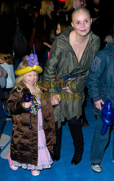 "HONEY HIPGRAVE & GAIL PORTER .The premiere of ""Flushed Away"" at the Empire, Leicester Square, London, UK..November 23rd, 2006.full length green coat holding hands balloon hat brown blue black boots child mother daughter.CAP/CAN.©Can Nguyen/Capital Pictures"