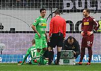 Oscar Wendt (Borussia Mönchengladbach) verletzt - 26.01.2018: Eintracht Frankfurt vs. Borussia Moenchengladbach, Commerzbank Arena
