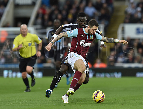 01.01.2015.  Newcastle, England. Barclays Premier League. Newcastle versus Burnley. Danny Ings of Burnley under pressure from Cheick Tiote of Newcastle United