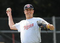 July 15, 2009: RHP Peter Kennelly (20) of the Elizabethton Twins, rookie Appalachian League affiliate of the Minnesota Twins, before a game at Dan Daniel Memorial Park in Danville, Va. Photo by:  Tom Priddy/Four Seam Images