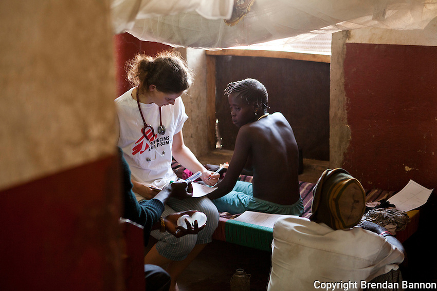 Dr Florien Oudenaarden on rounds  examining patients at MSF's hopsital in Nasir, South Sudan.