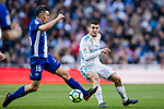 Mateo Kovacic (R) of Real Madrid battles for the ball with Daniel Alejandro Torres Rojas, D Torres, of Deportivo Alaves during the La Liga 2017-18 match between Real Madrid and Deportivo Alaves at Santiago Bernabeu Stadium on February 24 2018 in Madrid, Spain. Photo by Diego Souto / Power Sport Images