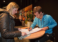 10-02-14, Netherlands,Rotterdam,Ahoy, ABNAMROWTT, Andy Murray(GBR)signing autographs<br />