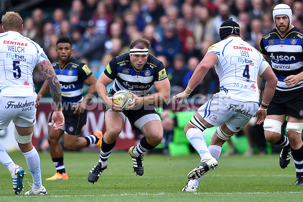 Henry Thomas of Bath Rugby in possession. Aviva Premiership match, between Bath Rugby and Exeter Chiefs on October 17, 2015 at the Recreation Ground in Bath, England. Photo by: Patrick Khachfe / Onside Images