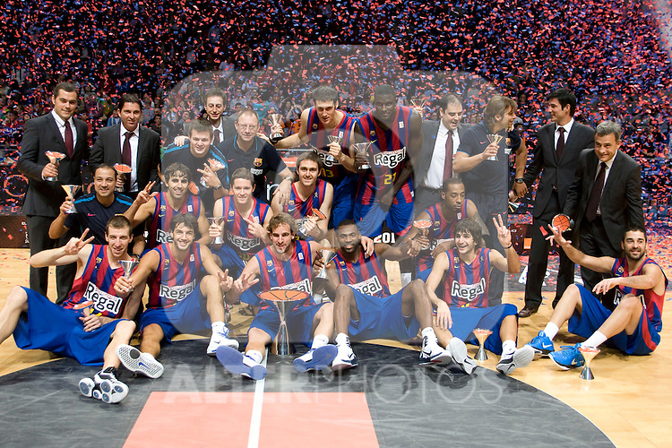 FC Barcelona's team winner in the ACB Supercup Final match.September 25,2010. (ALTERPHOTOS/Acero)