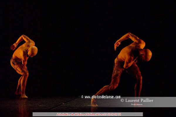 CENTAURES..Choregraphie : PRELJOCAJ Angelin..Compositeur : LIGETI Gyiorgy..Costumes : ANTESKI Caroline..Avec :..MICHAUX Thomas..WANG Yang..Lieu : Theatre de la Ville..Ville : Paris..Le : 25 02 2008..© Laurent PAILLIER Agence Enguerand..