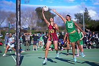 Action from the 2018 Netball NZ National Under-17 Championship bronze between Manawatu and Howick Pakuranga at Vautier Park in Palmerston North, New Zealand on Thursday, 19 July 2018. Photo: Dave Lintott / lintottphoto.co.nz