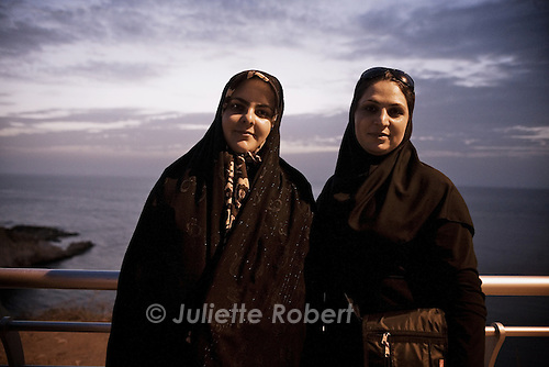 Iranian tourists enjoying the Corniche in Beirut<br /> <br /> Des touristes iraniennes sur la Corniche &agrave; Beyrouth.