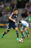 Melbourne, 17 December 2016 - MARCO ROJAS (7) of the Victory runs with the ball in the round 11 match of the A-League between Melbourne City and Melbourne Victory at AAMI Park, Melbourne, Australia. Victory won 2-1 (Photo Sydney Low / sydlow.com)