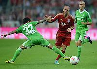 FUSSBALL   1. BUNDESLIGA  SAISON 2012/2013   5. Spieltag FC Bayern Muenchen - VFL Wolfsburg    25.09.2012 Fagner (li, VfL Wolfsburg) gegen Franck Ribery (FC Bayern Muenchen)