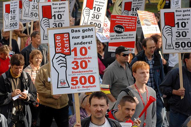 Proteste gegen die Sozialpolitik der Bundesregierung<br /> Mehr als 200.000 Menschen gingen nach DGB-Angaben am Samstag den 21. Oktober 2006 aus Protest gegen die Sozialpolitik der CDU/SPD-Bundesregierung auf die Strasse.<br /> Hier: In Berlin kamen zu einer Demonstration von Sozialen Bewegungen mehrere 10.000 Menschen. Motto der Buendisdemonstration: &quot;Es geht nur ganz anders!&quot; Die Gewerkschaftsspitzen wollten an der Demonstration ausdruecklich nicht teilnehmen.<br /> 21.10.2006, Berlin<br /> Copyright: Christian-Ditsch.de<br /> [Inhaltsveraendernde Manipulation des Fotos nur nach ausdruecklicher Genehmigung des Fotografen. Vereinbarungen ueber Abtretung von Persoenlichkeitsrechten/Model Release der abgebildeten Person/Personen liegen nicht vor. NO MODEL RELEASE! Nur fuer Redaktionelle Zwecke. Don't publish without copyright Christian-Ditsch.de, Veroeffentlichung nur mit Fotografennennung, sowie gegen Honorar, MwSt. und Beleg. Konto: I N G - D i B a, IBAN DE58500105175400192269, BIC INGDDEFFXXX, Kontakt: post@christian-ditsch.de<br /> Bei der Bearbeitung der Dateiinformationen darf die Urheberkennzeichnung in den EXIF- und  IPTC-Daten nicht entfernt werden, diese sind in digitalen Medien nach &sect;95c UrhG rechtlich geschuetzt. Der Urhebervermerk wird gemaess &sect;13 UrhG verlangt.]