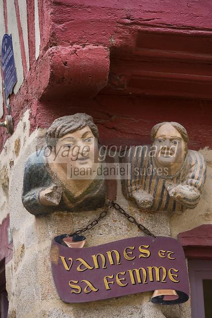Europe/France/Bretagne/56/Morbihan/Vannes: Sculpture de  Vannes et sa femme à l'angle de la rue Bienheureux-Pierre-René-Rogue et de la rue Noé