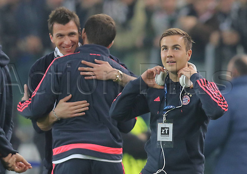 23.02.2016. Turin, Italy. UEFA Champions League football. Juventus versus Bayern Munich.  Mario GOETZE, FCB and Mario MANDZUKIC, JUVE  hug each other