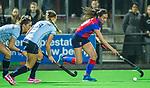 BILTHOVEN - Hockey - Ginella Zerbo (SCHC) met links  Florine van Grimbergen (Laren)  en Joelle Ketting (Laren)    tijdens de competitie hoofdklasse hockeywedstrijd  SCHC-LAREN . COPYRIGHT KOEN SUYK