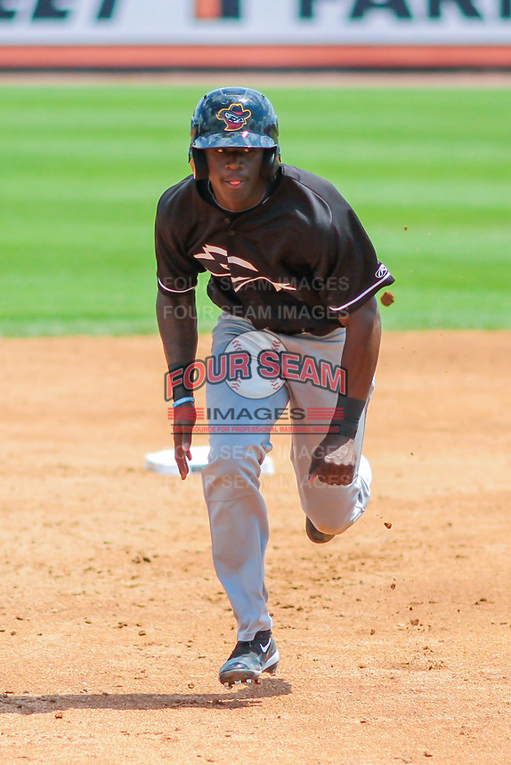 Quad Cities River Bandits outfielder Daz Cameron (16) races to third during a Midwest League game against the Wisconsin Timber Rattlers on June 27, 2017 at Fox Cities Stadium in Appleton, Wisconsin.  Quad Cities defeated Wisconsin 6-5. (Brad Krause/Four Seam Images)