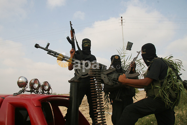 """Palestinian militants from """"Saraya Al-quds"""" the military wing of Jihad Islamic movement Participate in a military training in Rafah city southern Gaza Strip."""