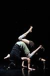COMPACT<br /> <br /> Chor&eacute;graphie et mise en sc&egrave;ne Jann Gallois<br /> Avec Rafael Smadja et Jann Gallois<br /> Lumi&egrave;res Cyril Mulon<br /> Compagnie BurnOut<br /> Cadre : Festival Suresnes Cit&eacute; Danse 2016<br /> Lieu : Th&eacute;&acirc;tre de Suresnes Jean Vilar<br /> Ville : Suresnes<br /> Date : 02/12/2015<br /> &copy; Laurent Paillier / photosdedanse.com